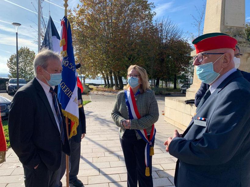 Madame la députée Véronique Hammerer, Mrs Alain Bertrand (secrétaire UNC de Bourg) Alain Garcia (Conseiller Municipal)