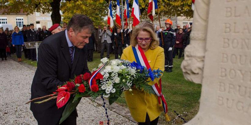 18 porte-drapeaux et de nombreux élus ont rendu hommage aux soldats de la Grande Guerre, tombés pour la France.  Photos F.D