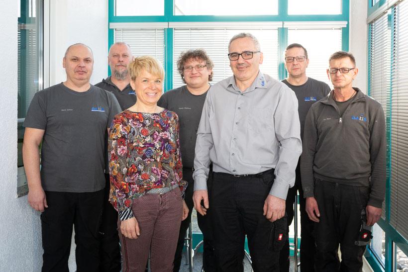 Industriemeister Joachim Gaus und Annette Gaus mit Team