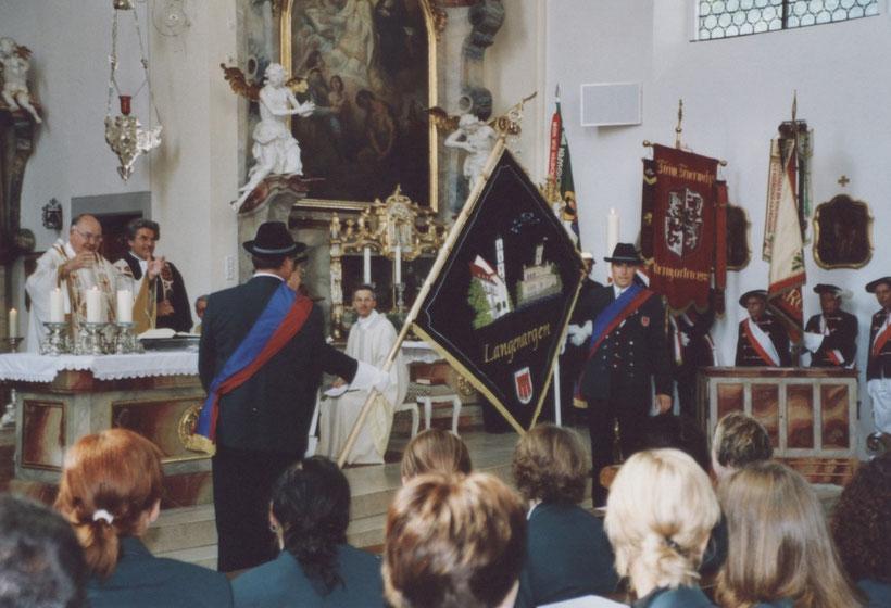 Fahnenweihe zum Vereinsjubiläum 2003