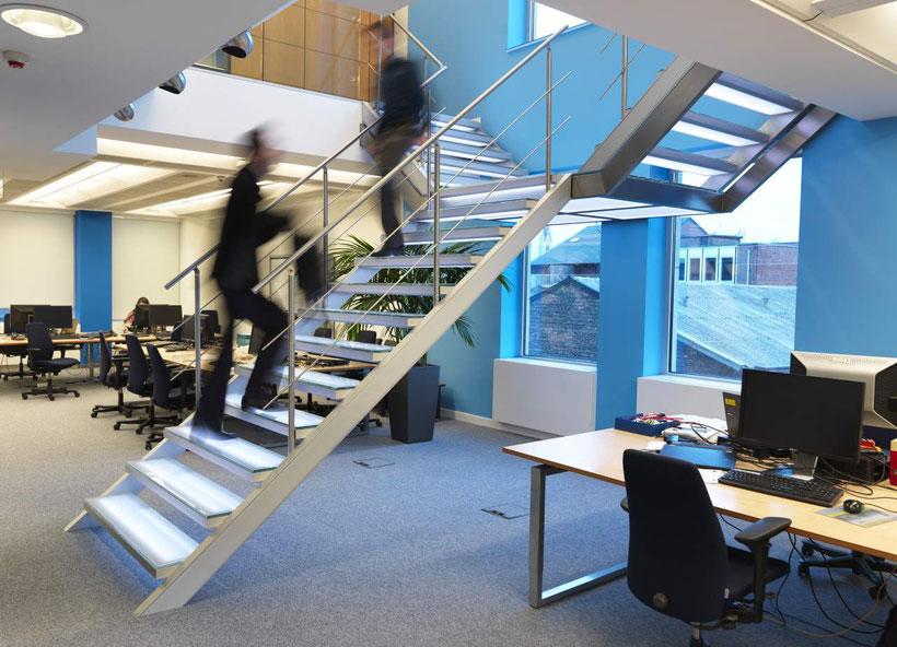 verlichte trap op kantoor van Graah