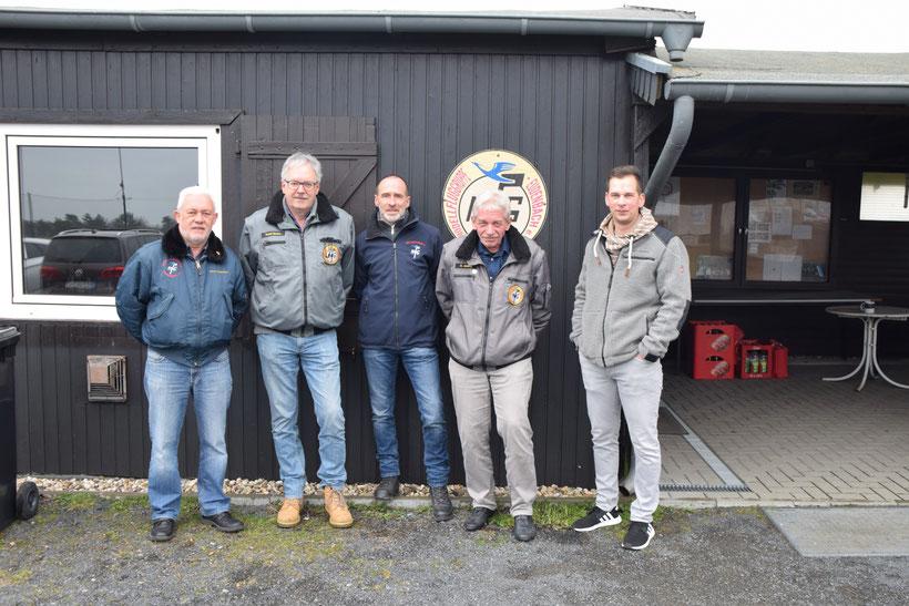 Von links: Dieter Enkelmann (1. Vorsitzender), Robert Becker (Schriftführer), Rüdiger Spohr (1.Flugleiter), Bernhard Adelberg (2. Vorsitzender), Dennis Adelberg (Kassierer)
