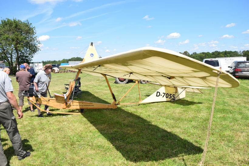 Hier mal kein Modellflugzeug    (Klaus... - ist wirklich keins, nix Servo und Empfänger - is von unseren Nachbarn der manntragenden Zunft)