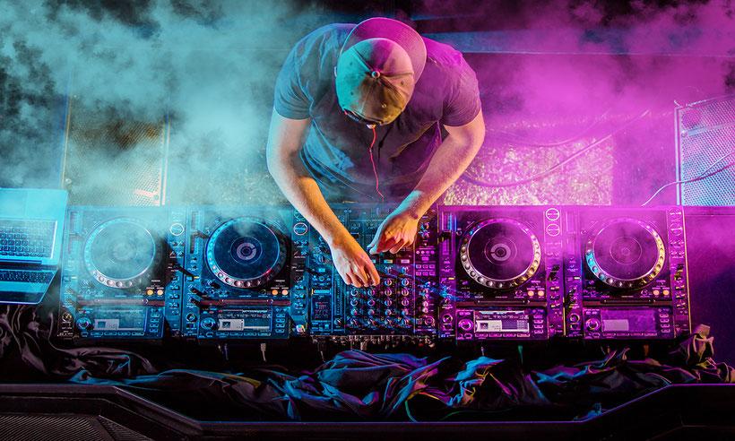DJ, italiani, stranieri, showcase, dj set, dj italiani, dj stranieri, live, show, after show, djset, napoli, milano, roma, firenze, bologna, calabria, sicilia,sardegna,