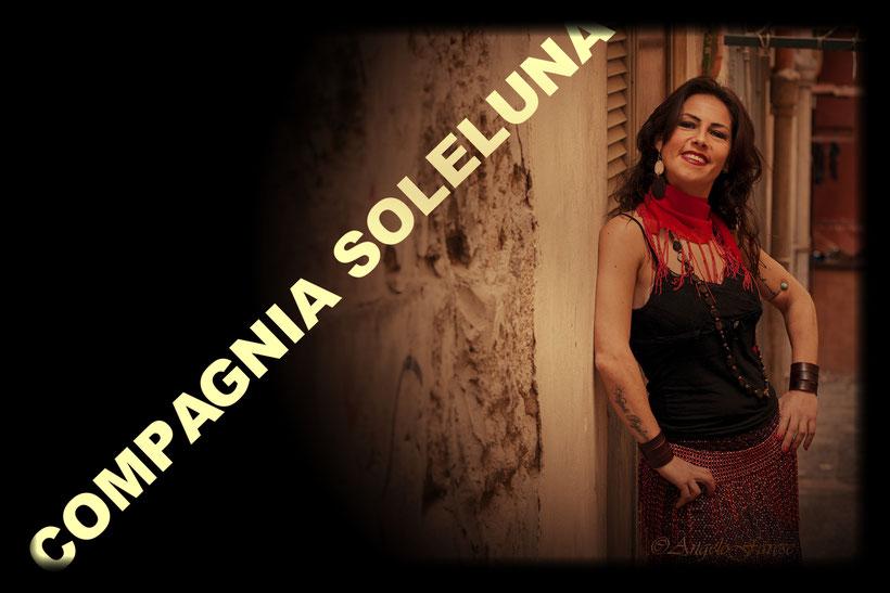 COMPAGNIA SOLELUNA, MUSICA POPOLARE, PIZZICA, TARANTA, TAMMURRIATE, TARANTELLA, soleluna, backstage, quartieri spagnoli, quartieri napoletani, musica, ritmo, musica pizzica,