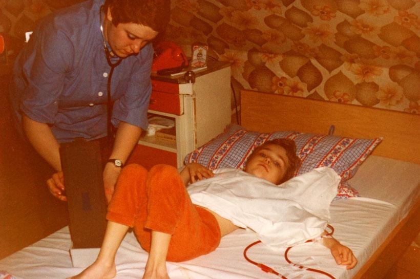 Heimdialyse 1979. Meine Mutter führte die Behandlung durch.