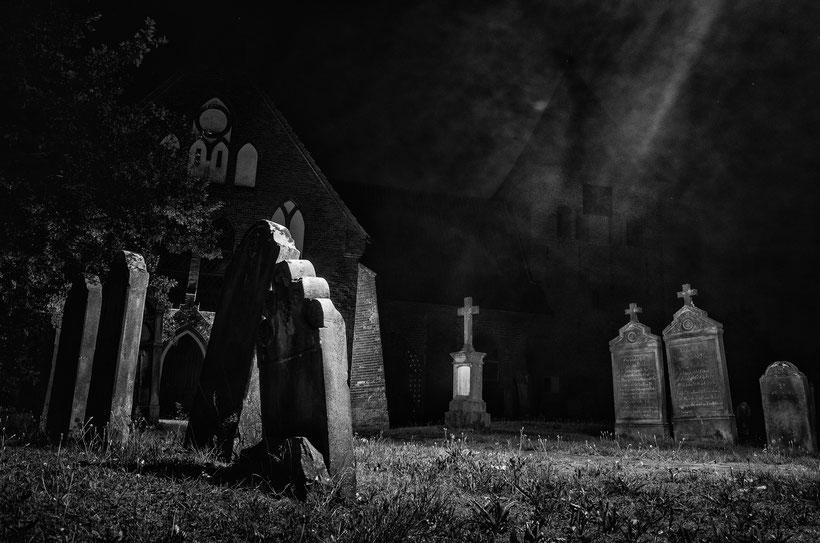 Kirche in Daverden um Mitternacht der Mondfinsternis Juli 2018