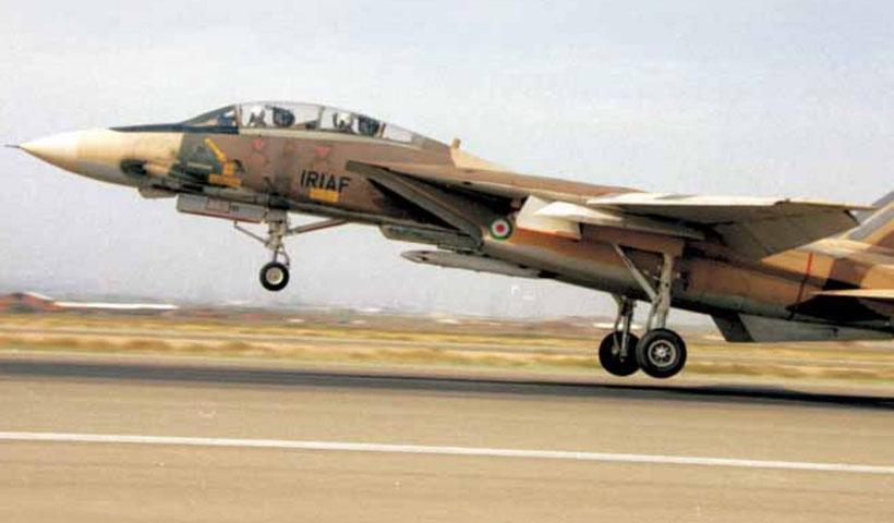 F-14 Tomcat con la vecchia colorazione a toni mediorientali.