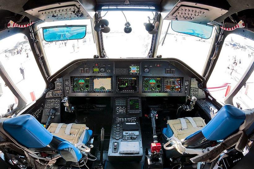 Cockpit del Mi-26T2 / © ROSTEC