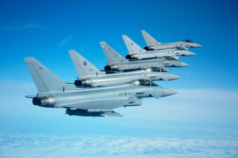 Una formazione di Eurofighter europei (dal basso verso l'alto) Germania, Italia, Spagna,  Regno Unito, Austria / © Ejército del Aire.