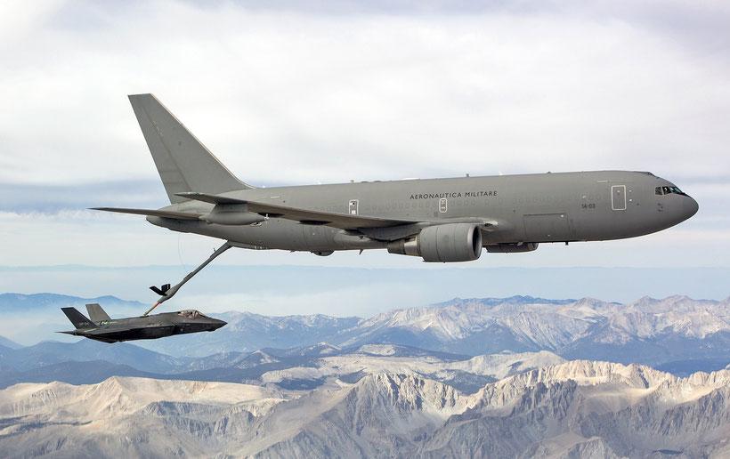 KC-767A dell'Aeronautica Militare durante il test di rifornimento dell'F-35A / © USAF