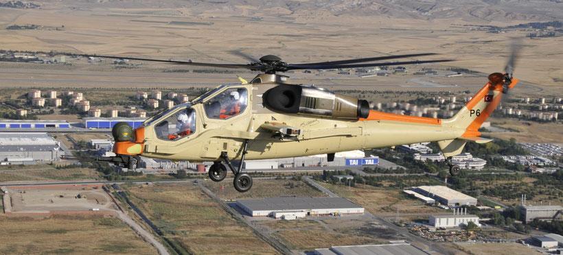 Il prototipo del T129 denominato P1 sorvola gli stabilimenti Augusta Westland. / © TAI-Turkish Aerospace Industries Inc.