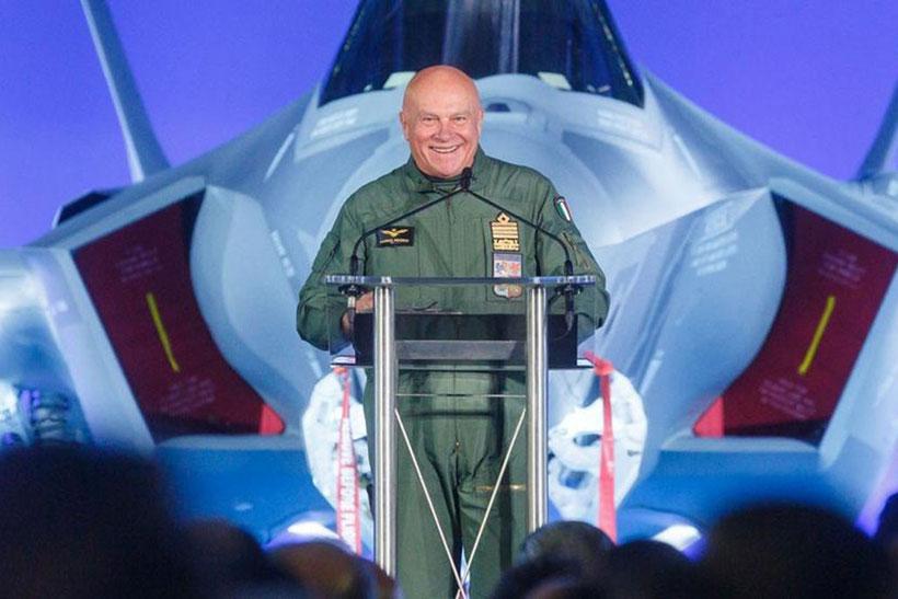 Il Generale Preziosa capo di Stato Maggiore dell'Aeronautica Militare durante la cerimonia a Cameri.