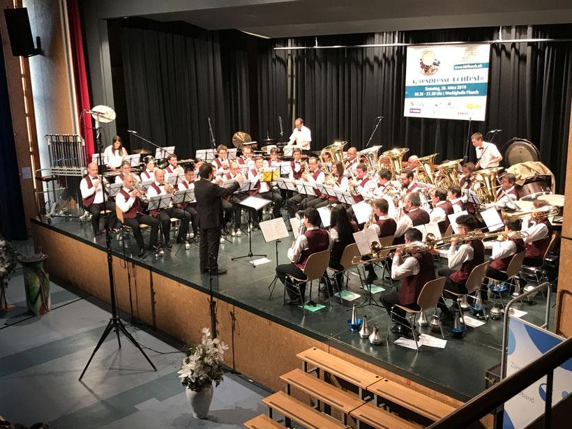 Brass Band Concordia Vétroz unter der Leitung von Bertrand Moren