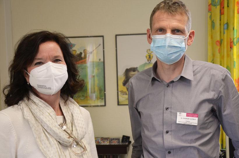 Foto: Dr. Dorothee Zundel mit Dr. Christoph von Buch. Foto: Stiftung kreuznacher diakonie
