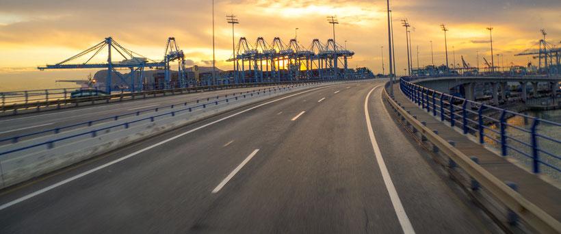 Einfahrt in den Fährhafen Algeciras (Spanien)