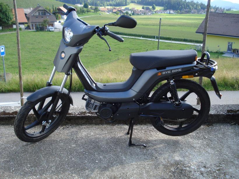 "Neues Mofa ""Bye-Bike"" mit  Variomatikantrieb, Preis mit Mofa-Nr. 2800.- / Farben: perlweiss - grau -anthrazit"