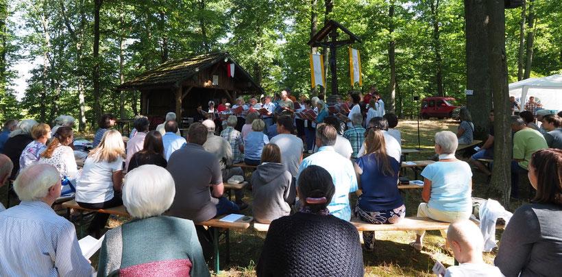 Eine Impression vom Singen am Missionskreuz Ransel im August 2018. Vielen Dank an V. Rohrbach für die Fotoaufnahme!
