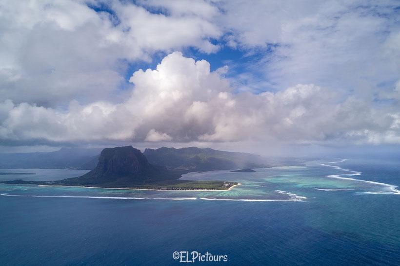 Unterwasser Wasserfall vor Mauritius