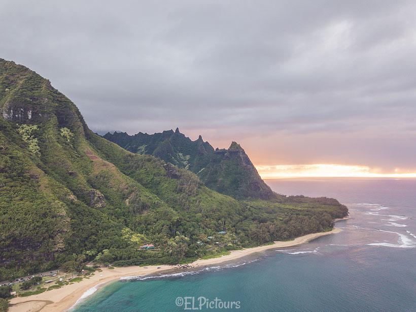 Tunnels Beach, Kaua'i, Hawai'i
