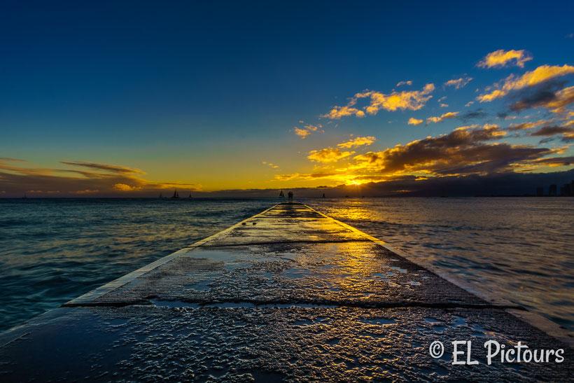 Sonnenuntergang Queens Beach, Waikiki, Oahu, Hawaii