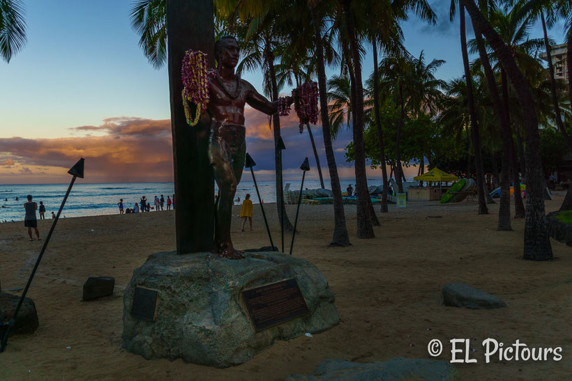 Sonnenaufgang Duke Statue Waikiki Beach, Oahu, Hawaii