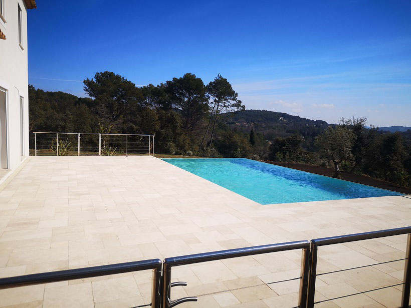 piscine-debordement-sur-bords