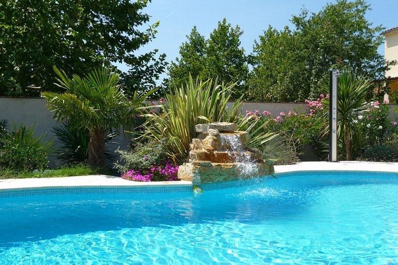 piscine-cascade-douche