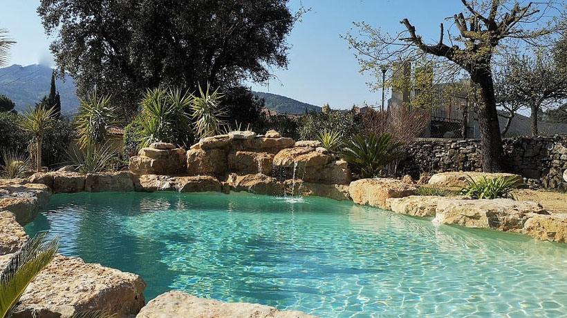 Piscine-cascade-eau turquoise