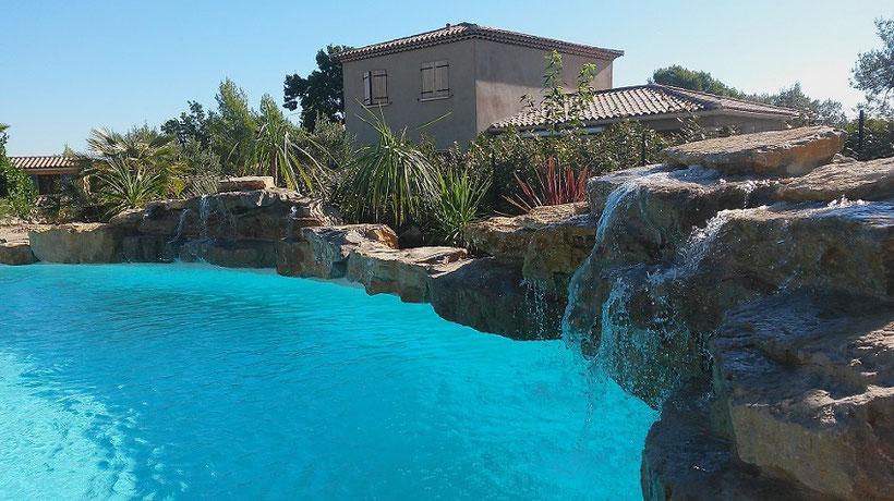 piscine-rochers-cascade