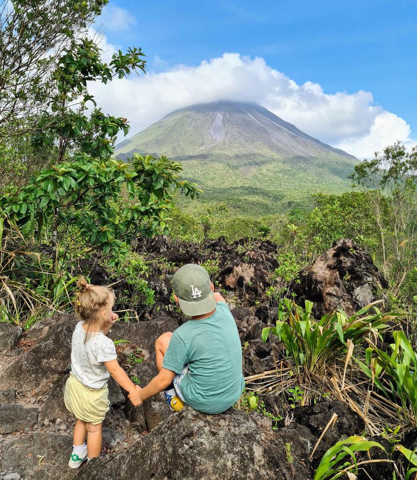 Vulkan El Arenal Costa Rica Kleinkind Kind