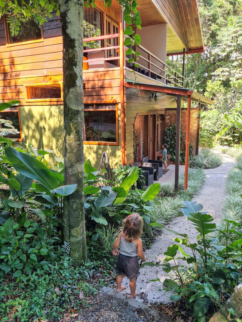 Calda Lodge Monteverde Costa Rica Kind Kleinkind