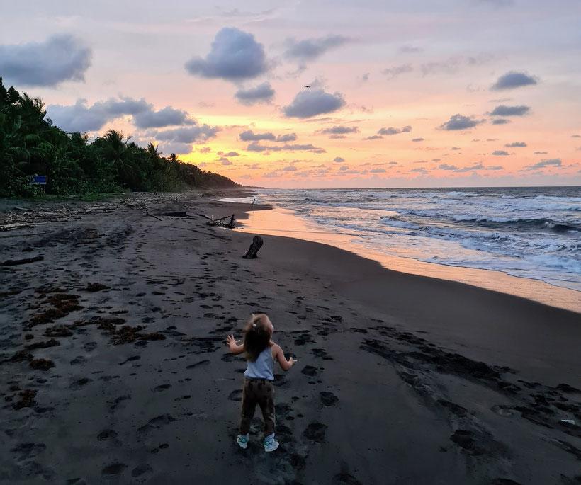 Strand Tortugero Costa Rica Kleinkind Kind
