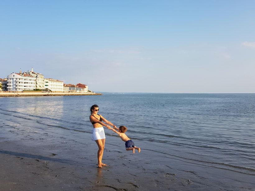 Strand Grado mit Baby