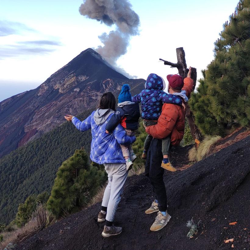 Acatenango El Fuego Vulkanwanderung Guatemala Kleinkind Kind