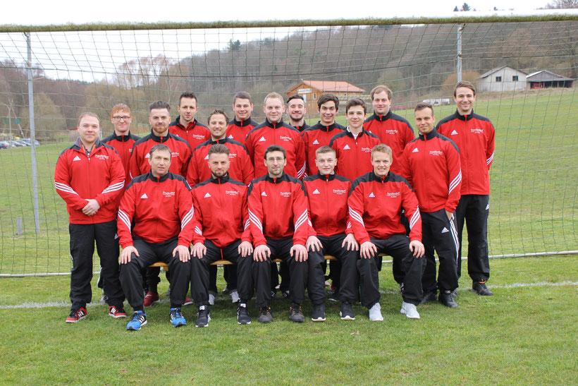 Die späteren Meister und Aufsteiger der B-Klasse 2015/16 mit Trainer Frank Neubert (sitzend, ganz links)