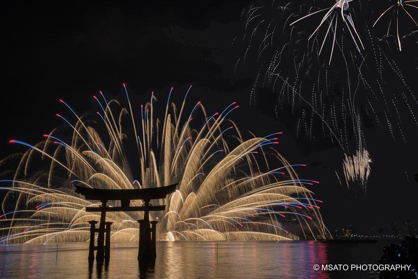 "#miyajima #hiroshima #fireworks #hanabi #fogos_de_artifício #japão #noite #festival #santuário #itsukushima ""jinja #shinto"