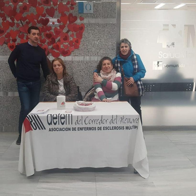 Mesa informativa en el Hospital Universitario del Principe de Asturias.