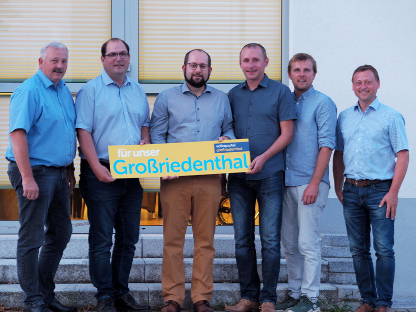 Das TEAM für Großriedenthal (Obmann, Stellvertreter, Bgm. Franz Schneider) - mit am Bild NR Johann Höfinger
