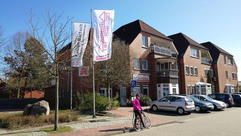 Neue Alternative Pflege Fahne am Neetzer Dorfplatz