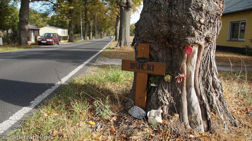 Straßenkreuz Unfallkreuz
