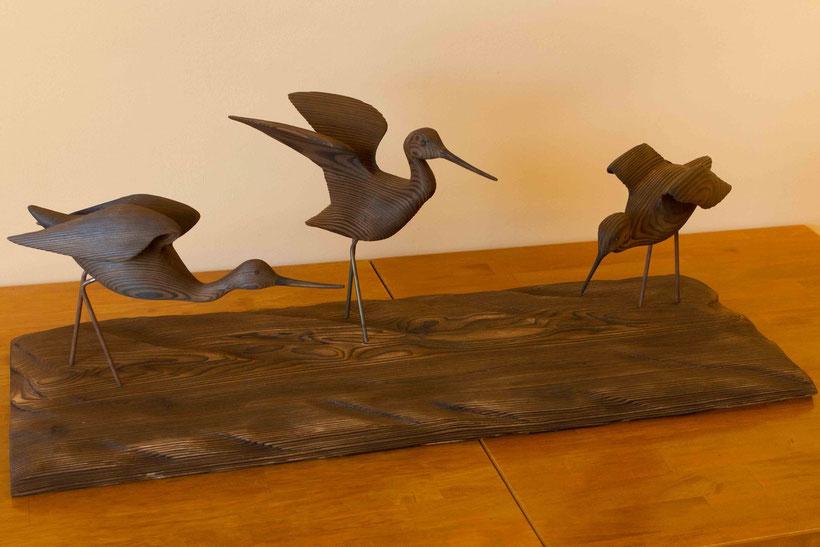 Sculpture d'oiseau en bois représentant 3 chevaliers à l'envol