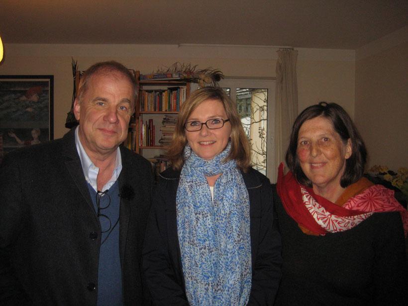 Hubertus Meyer-Burckhardt beim Interview mit Stefanie Tapella und Maya Schneider im Kinderhaus Mignon