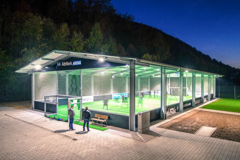 Die neue McArena Freilufthalle des SC Geislingen erstrahlt in vollem Glanz.
