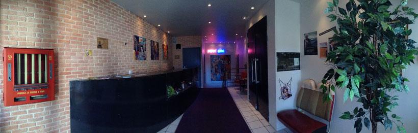 hall d'entree du cine bar roxy