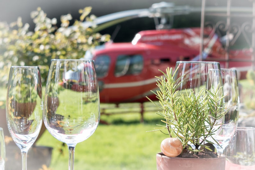 Elite Flights, Fly and Wine, Helikopterflug mit Weindegustation, Helikopter und Wein
