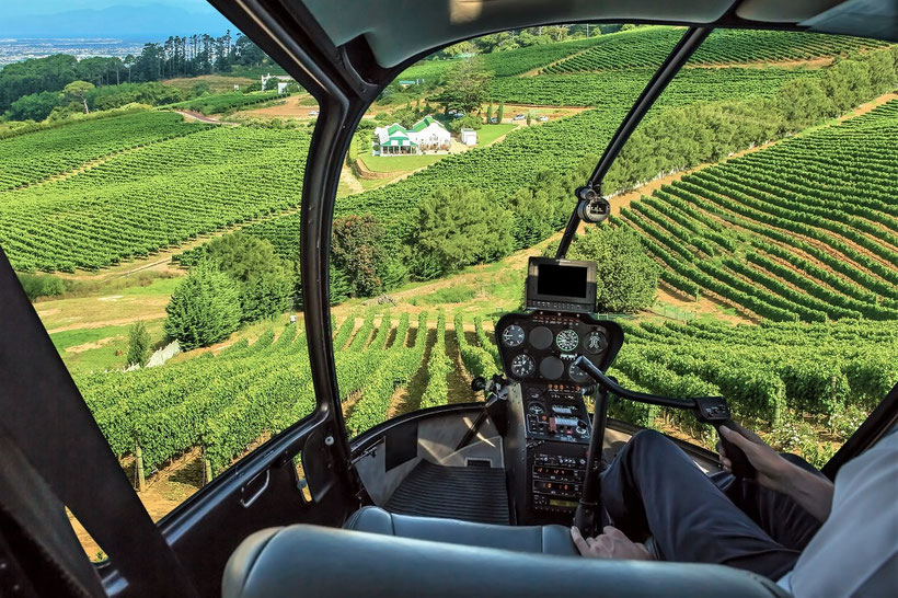 Elite Flights, Fly and Wine, AS 350 B2 Ecureuil, HB-ZPF, Cockpit View Helikopterflug mit Weindegustation, Flug über die Weinberge in Salgesch