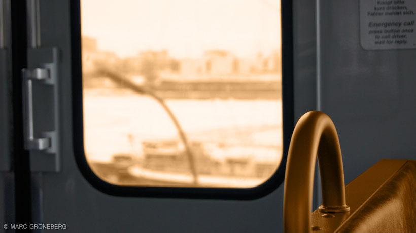 U-Bahn Gespräche - Tube Conversations   Photo & Edit by #MarcGroneberg   #Hamburg #Tube   © Marc Groneberg