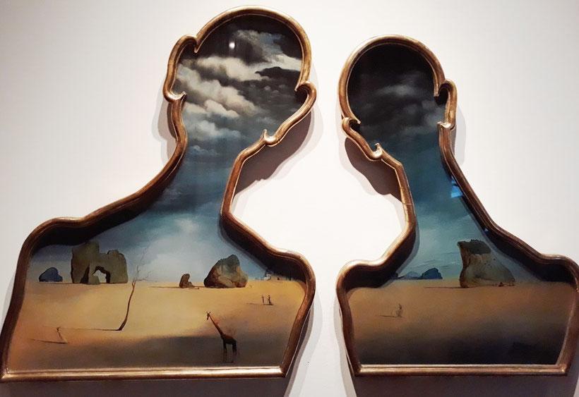 Пара с головами, полными облаков
