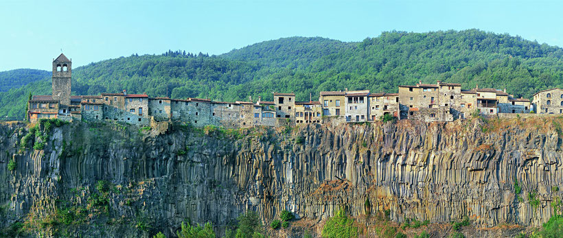Кастельфольит де ла Рока - Каталония. Экскурсии из Барселоны
